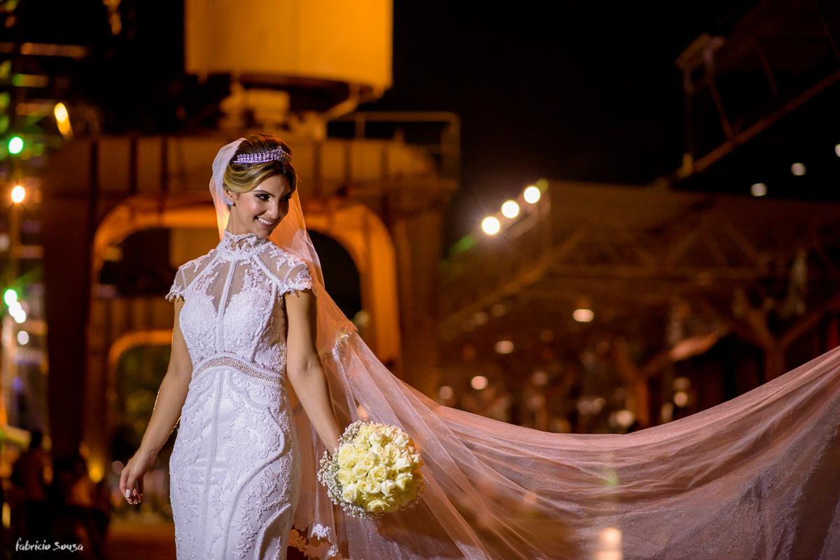 retrato da noiva durante o casamento na parte externa do Estação das Docas baía de Guajará