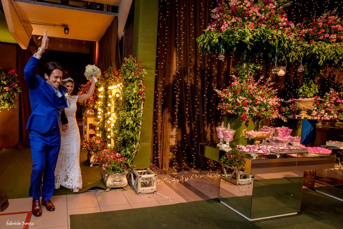 animação na entrada dos noivos na festa de casamento no Estação das Docas