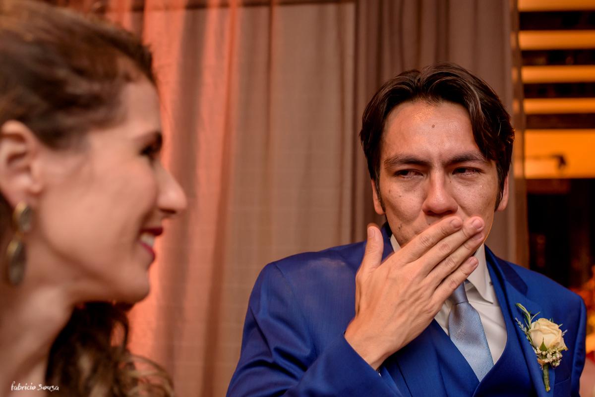 noivo Nando Oikawa emocionado com sua decoradora Bruna Dias - Decora Belem