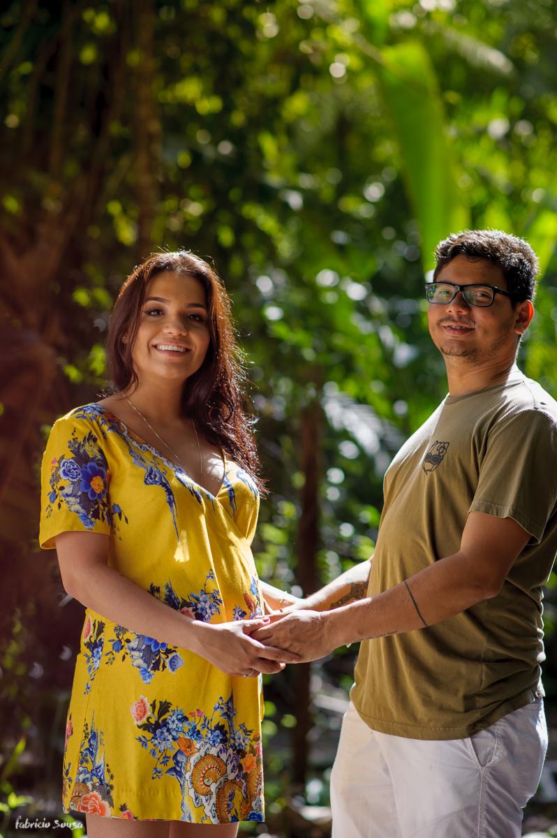retrato do casal durante sessão fotográfica de grávida