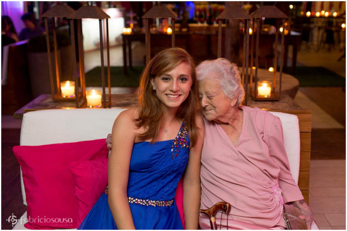 retrato com a avó nos 15 anos da neta