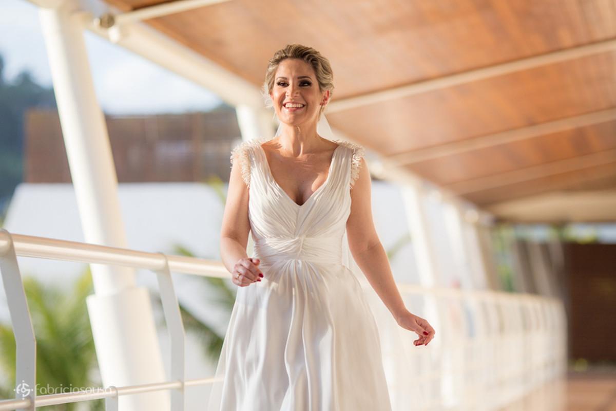 a noiva Alexandra momentos antes de sua entrada no hotel Parador do Estaleiro em Balneário Camboriu