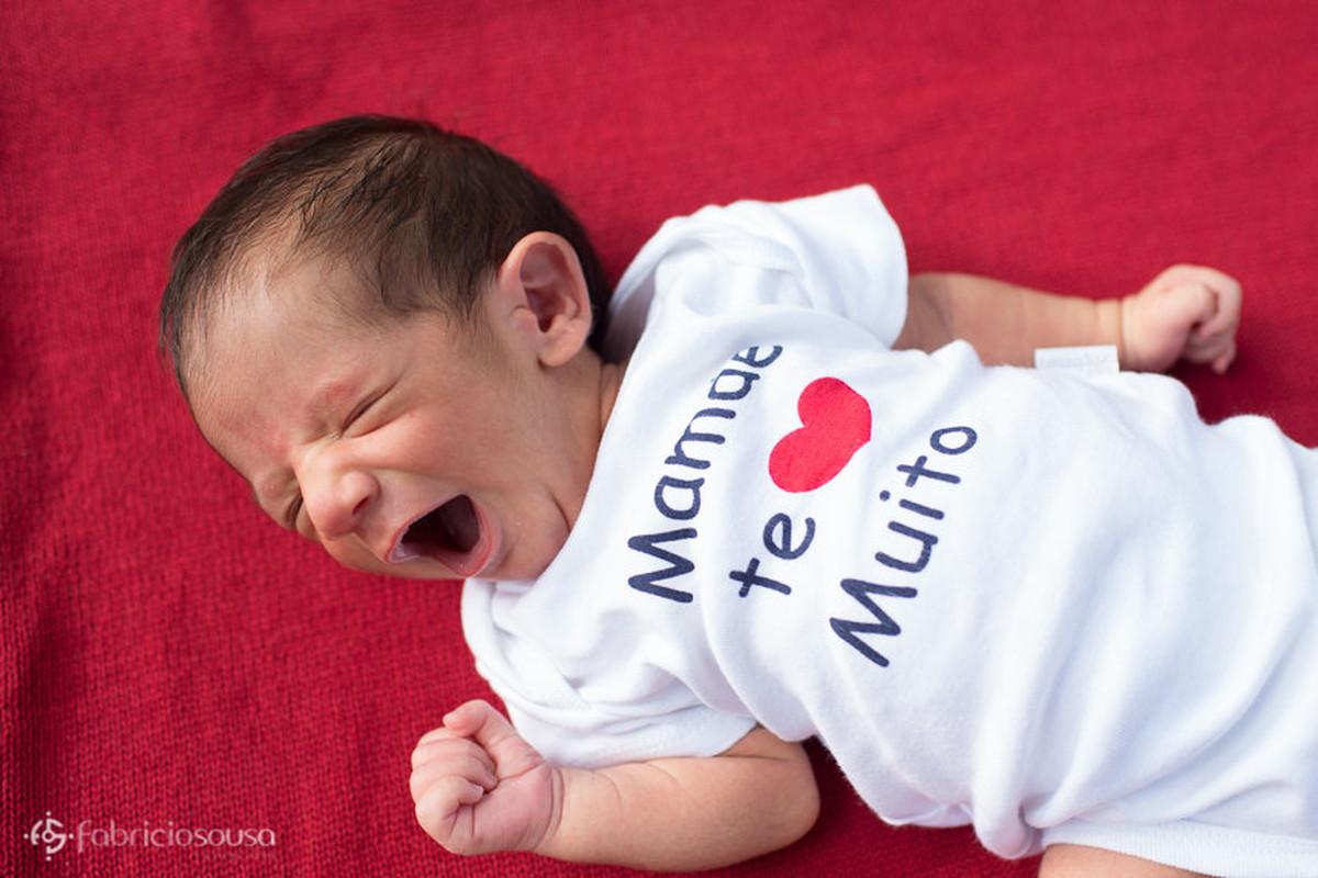Pequeno Miguel boceja