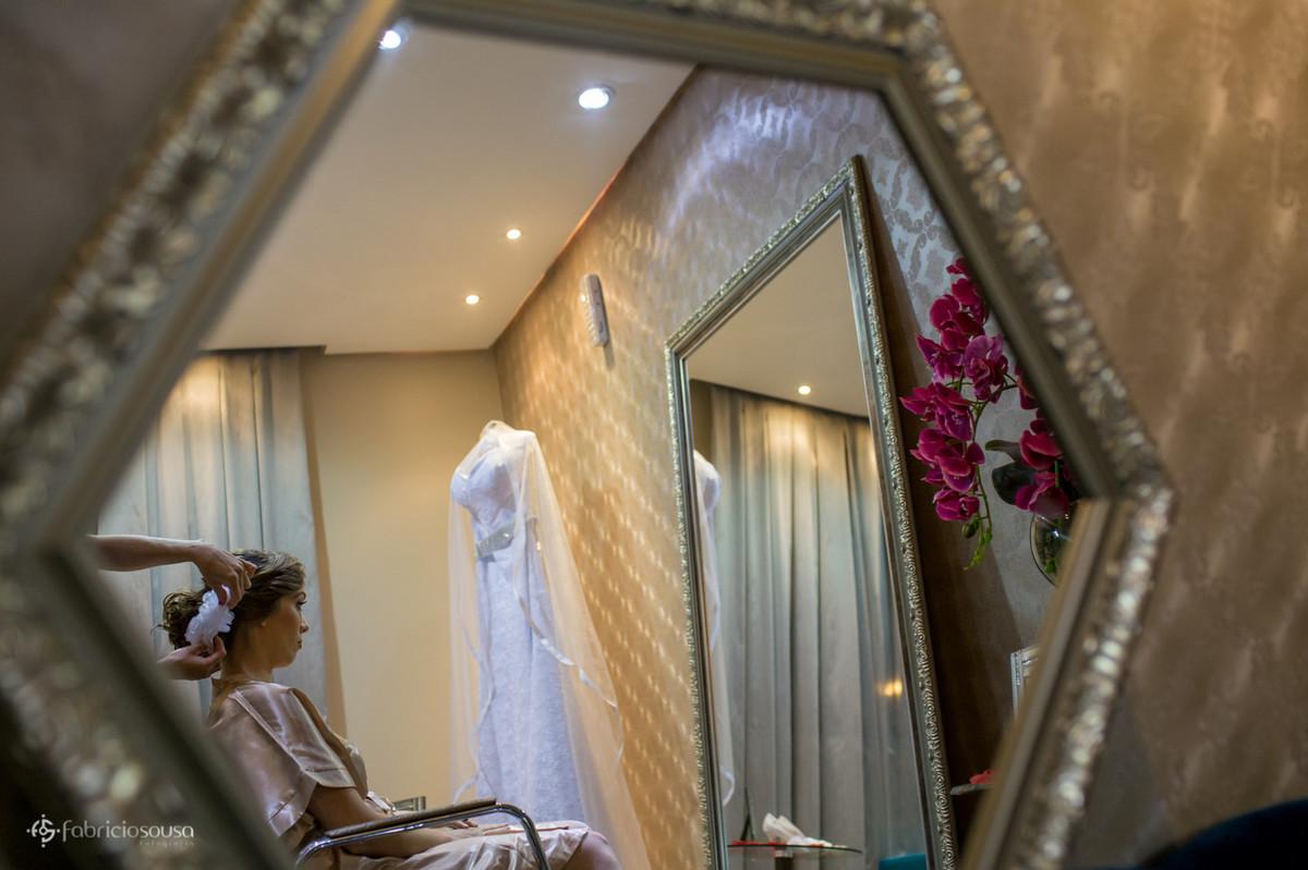 Fine Cabelo e Estética sempre contribuindo para belas fotografias do vestido de noiva pendurado