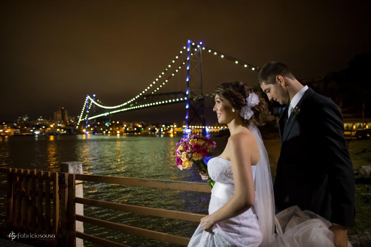 noiva Carolina com a ponte hercilio Luz de fundo