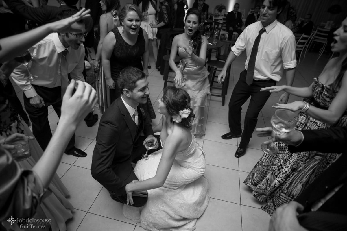 animação com os noivos descendo até o chão