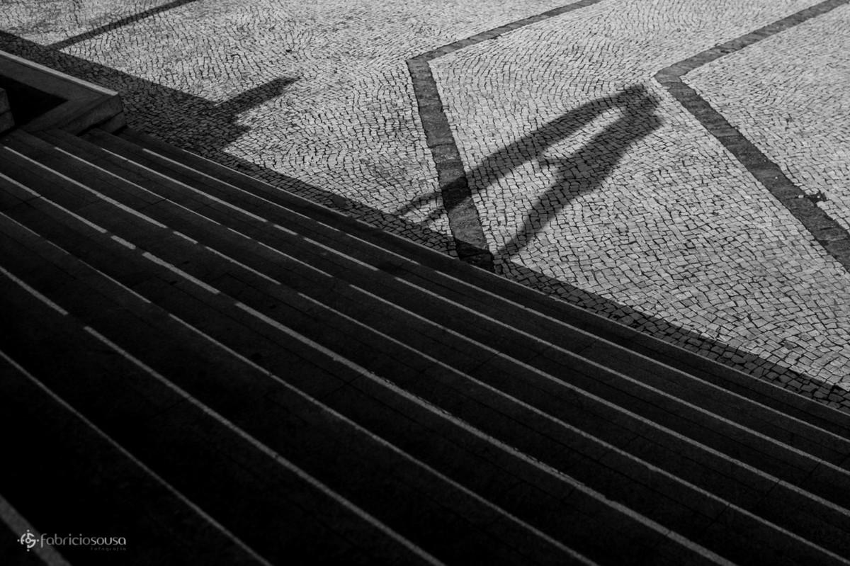 sombra do casal projetado nos ladrinhos do complexo feliz lusitânia