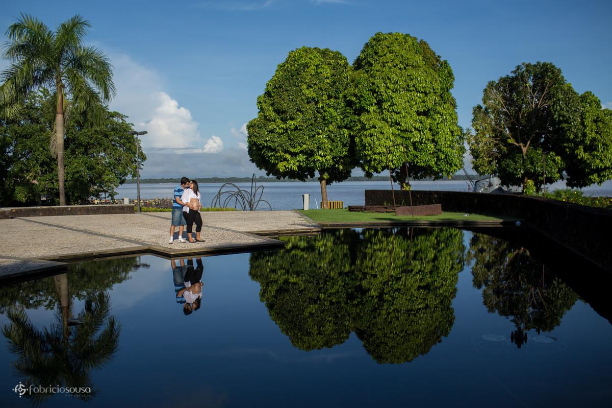 reflexo do casal no lago da casa das onze janelas