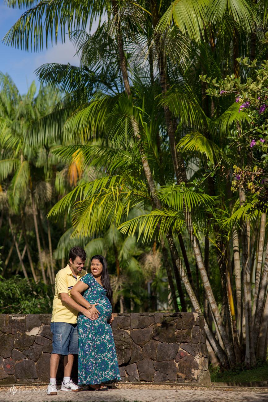 abraço gostoso embaixo das palmeiras de açaí em Belém