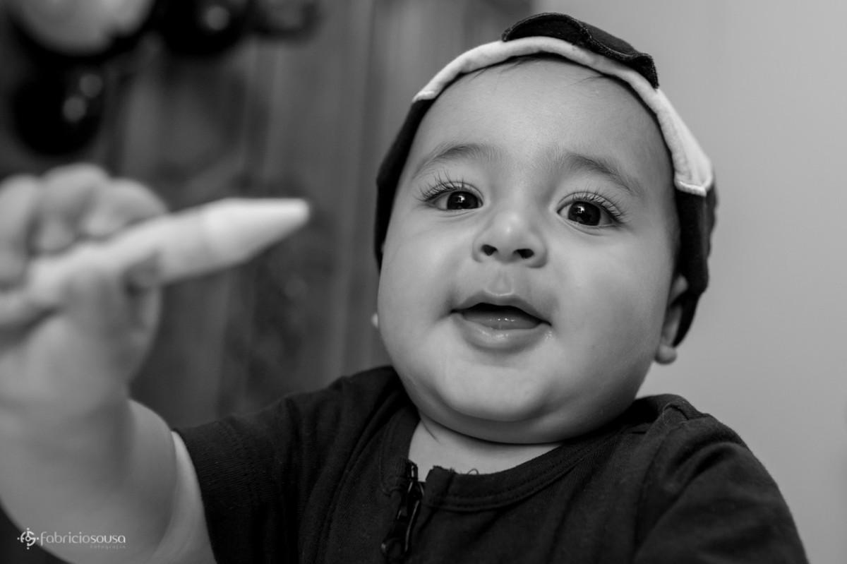 sorriso gostoso do bebe Theo preto e branco