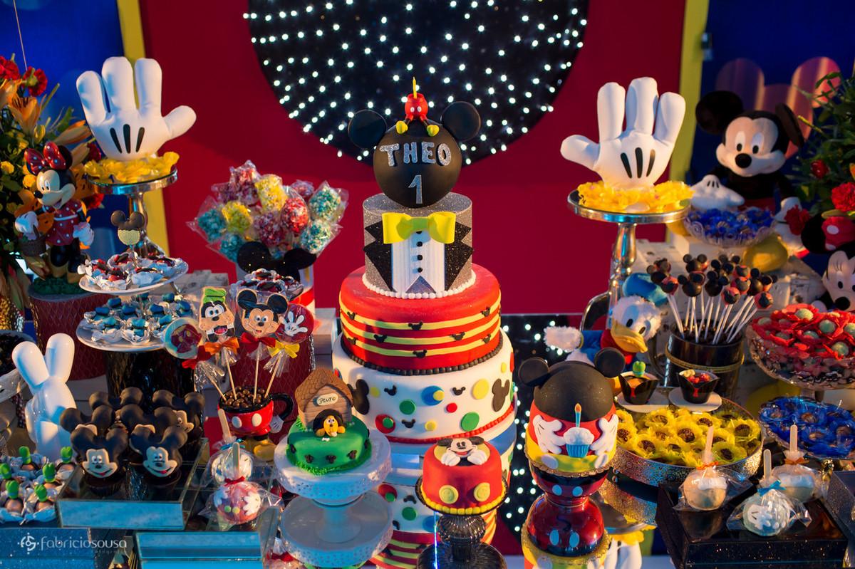 Mesa de doces com tema mickey