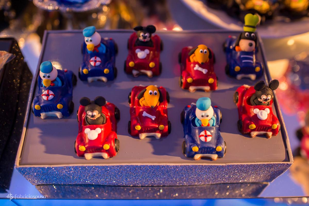 Detalhe dos docinhos da turma do Mickey da Disney