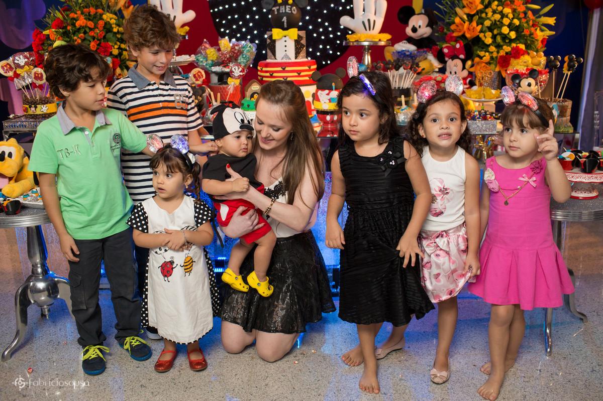 retrato com as crianças da festa