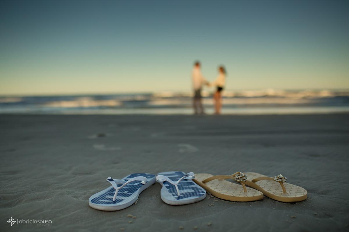 sandálias havaianas do casal na praia do Santinho em Floripa
