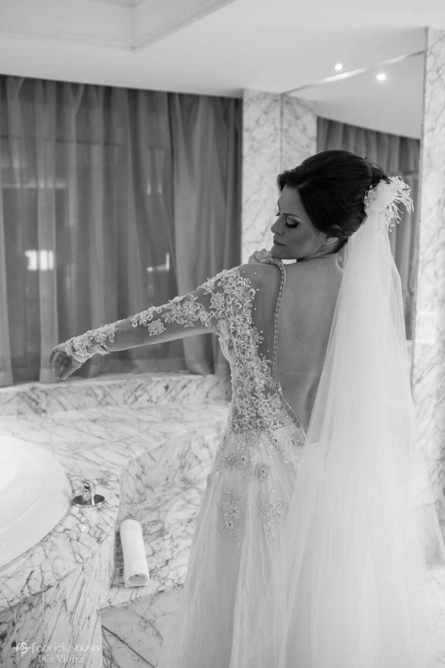 noiva se vestindo na suíte do hotel Majestic