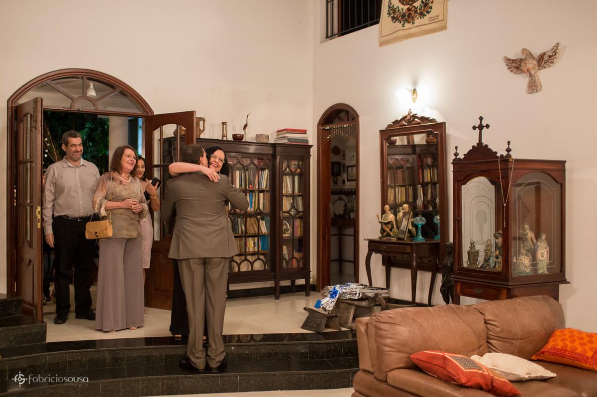 o noivo recebendo os convidados - sua mãe