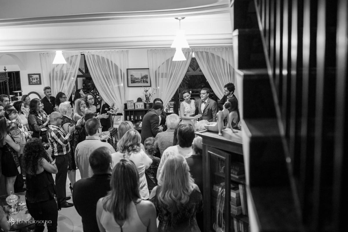 cerimônia na sala da casa