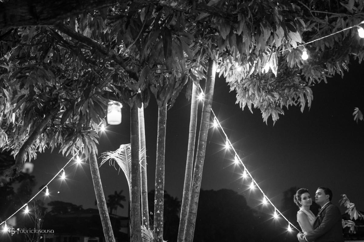 muitas luzes na decoração do casamento