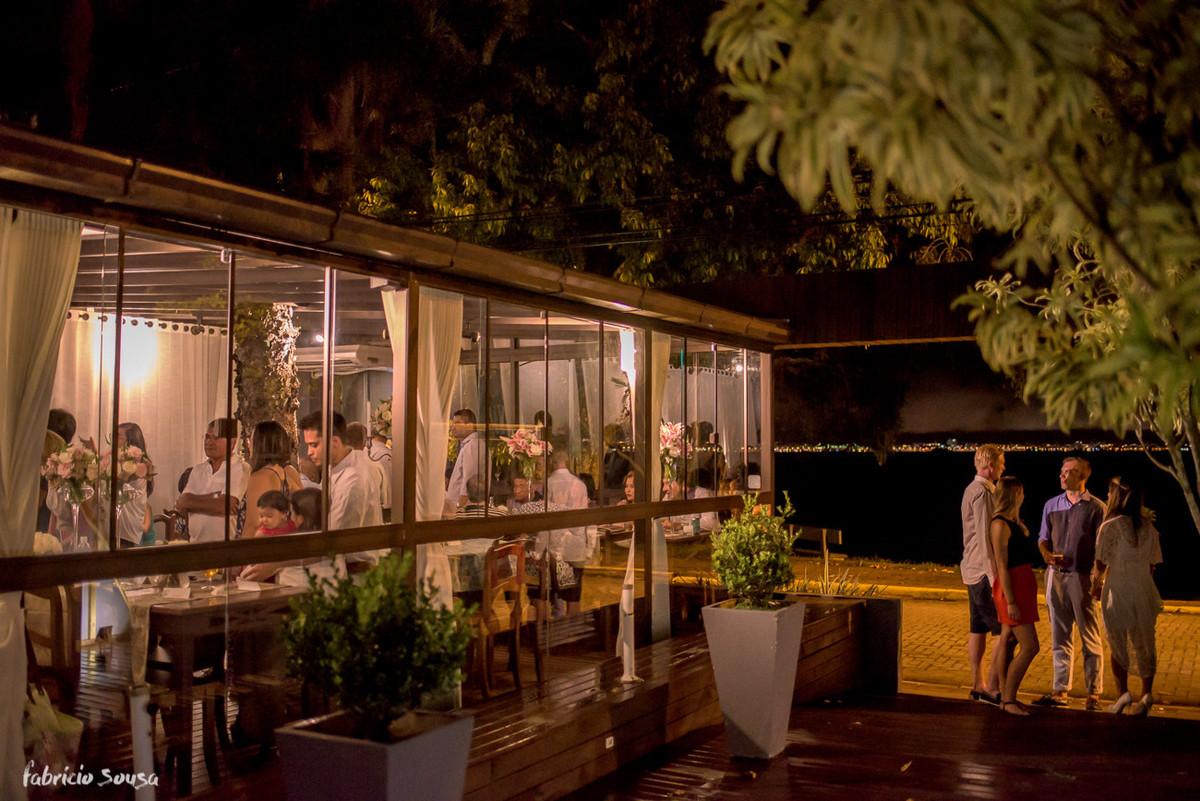 o ambiente externo do restaurante toca da garoupa em Santo Antonio de Lisboa