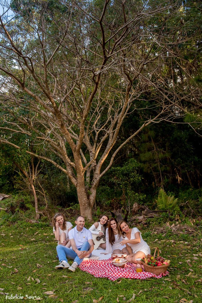 picnic embaixo da árvore