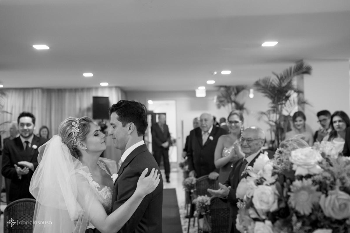 beijo de recem-casados
