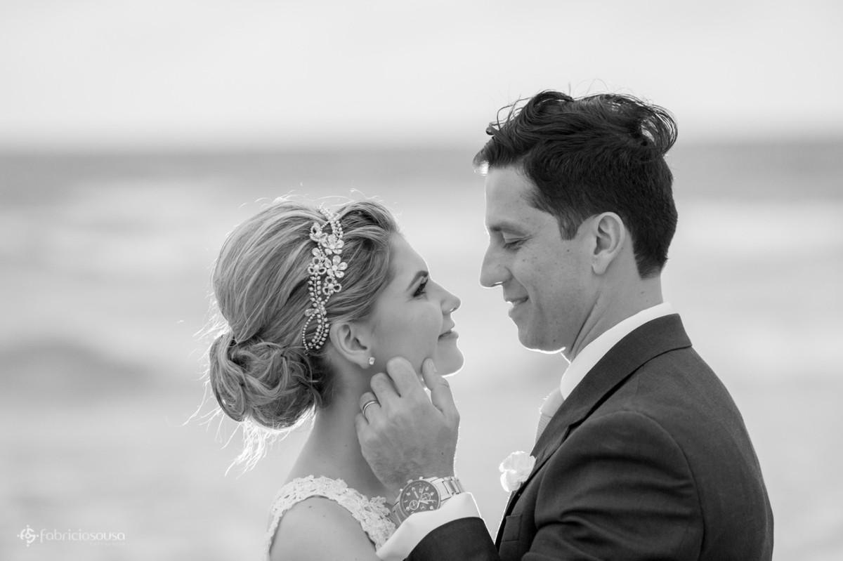 carícia do noivo na bela noiva Vanessa