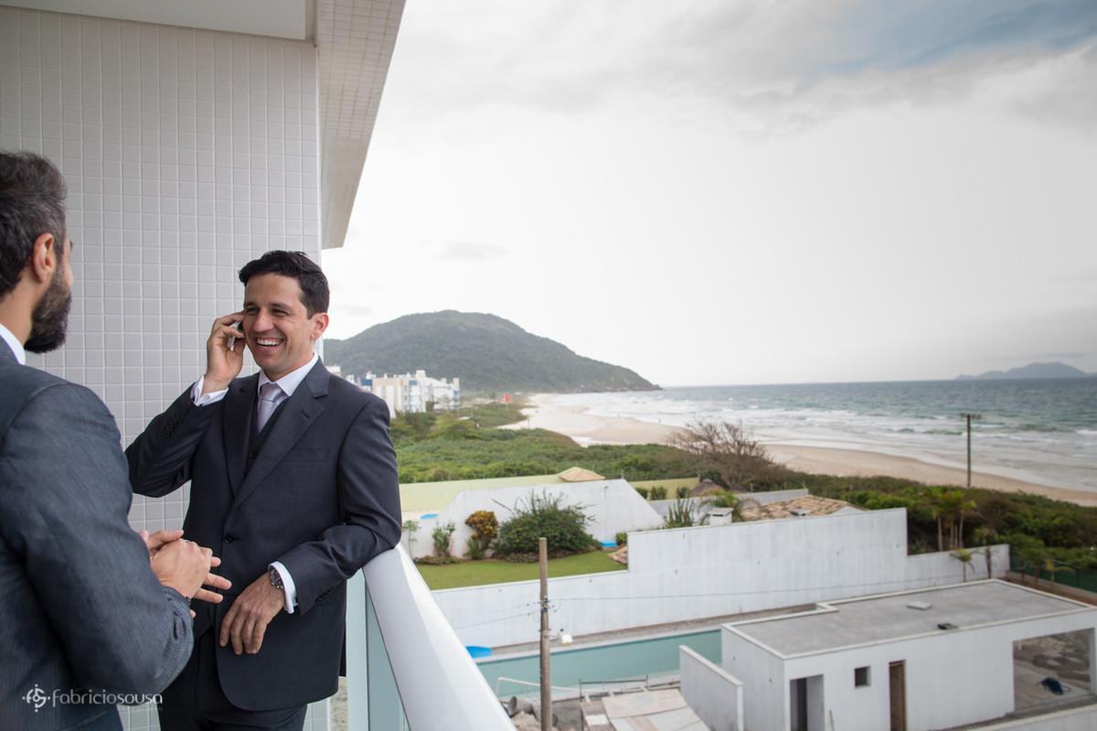 noivo Eneu na beira da Praia dos Ingleses no hotel Acquamar