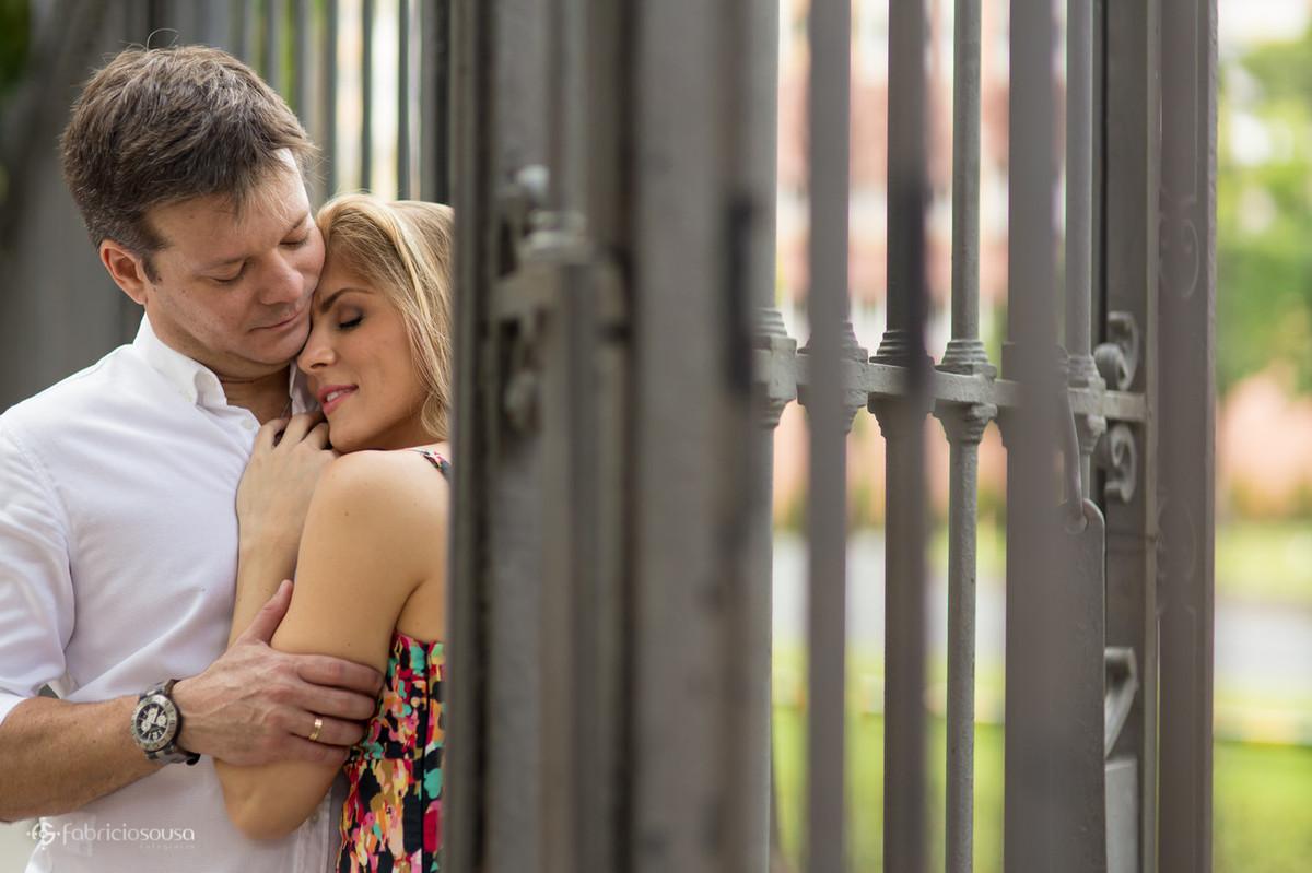 chamego dos noivos no portão