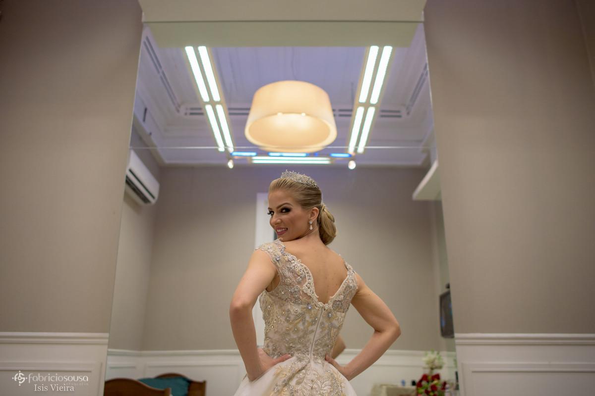 retrato da noiva com belo lustre