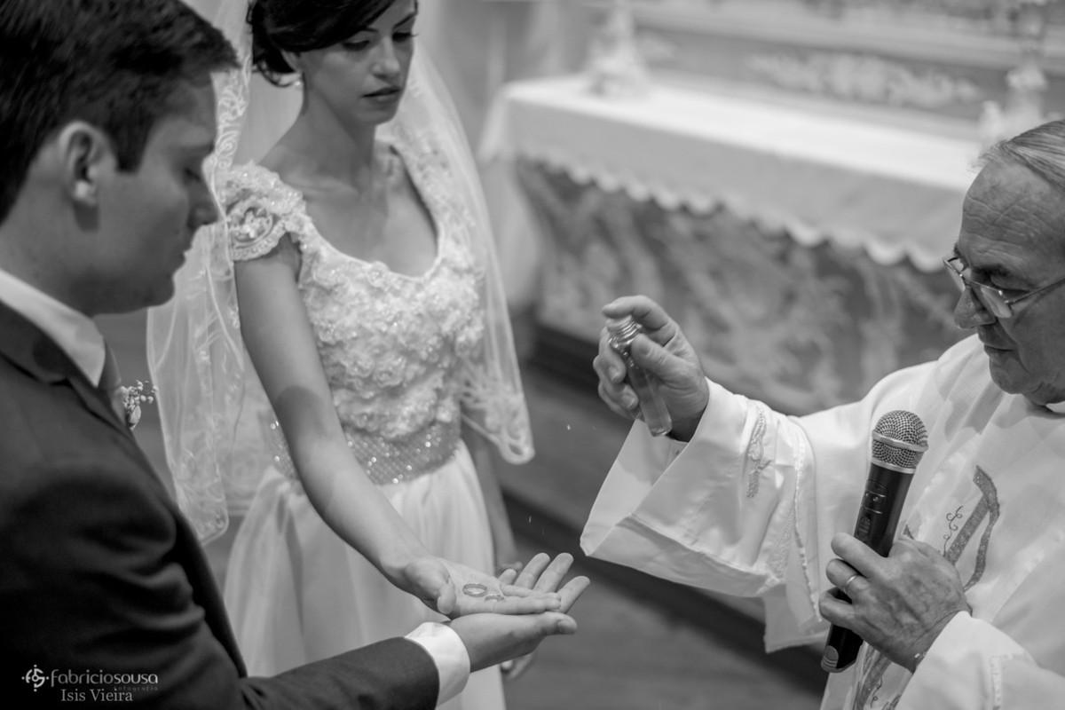 a benção das alianças na cerimonia religiosa