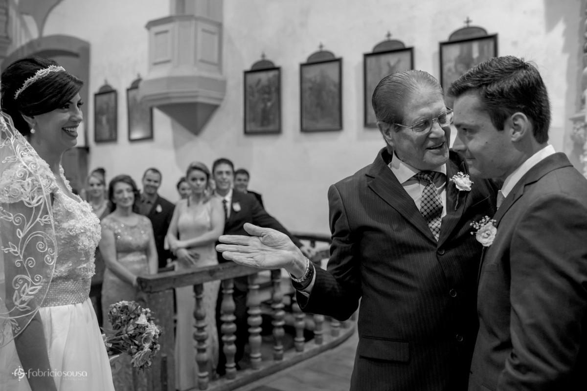 pai entrega a filha ao noivo