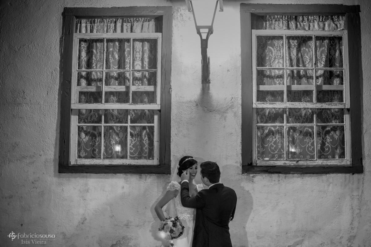 retrato dos noivos na frente de casa açoriana