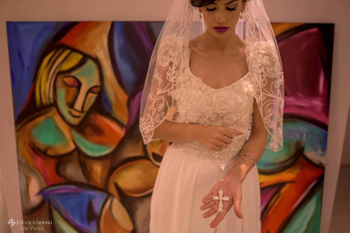 noiva Larissa em retrato com seu terço