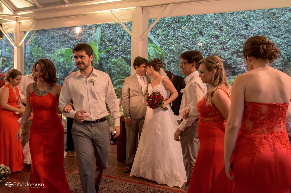hora da saída dos noivos