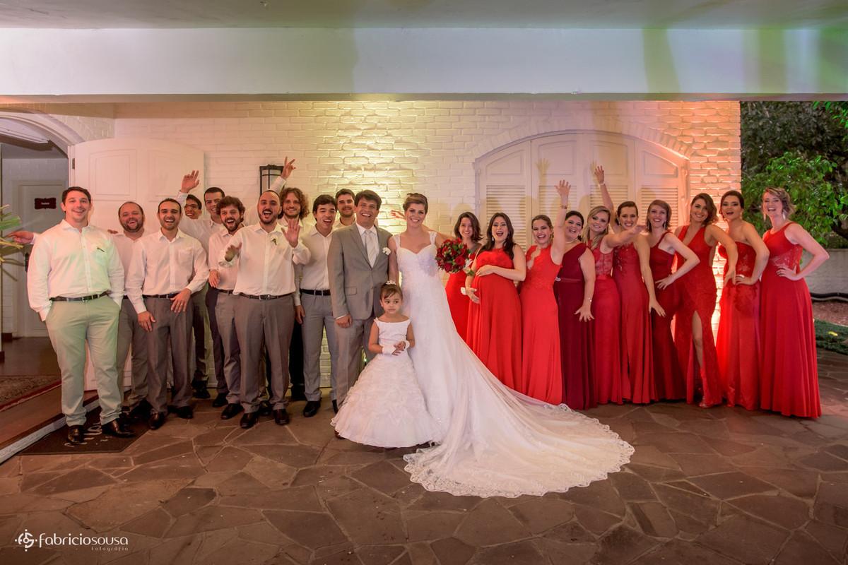 retrato clássico dos noivos com os padrinhos