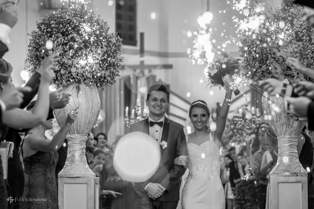 sparkles na saída dos noivos