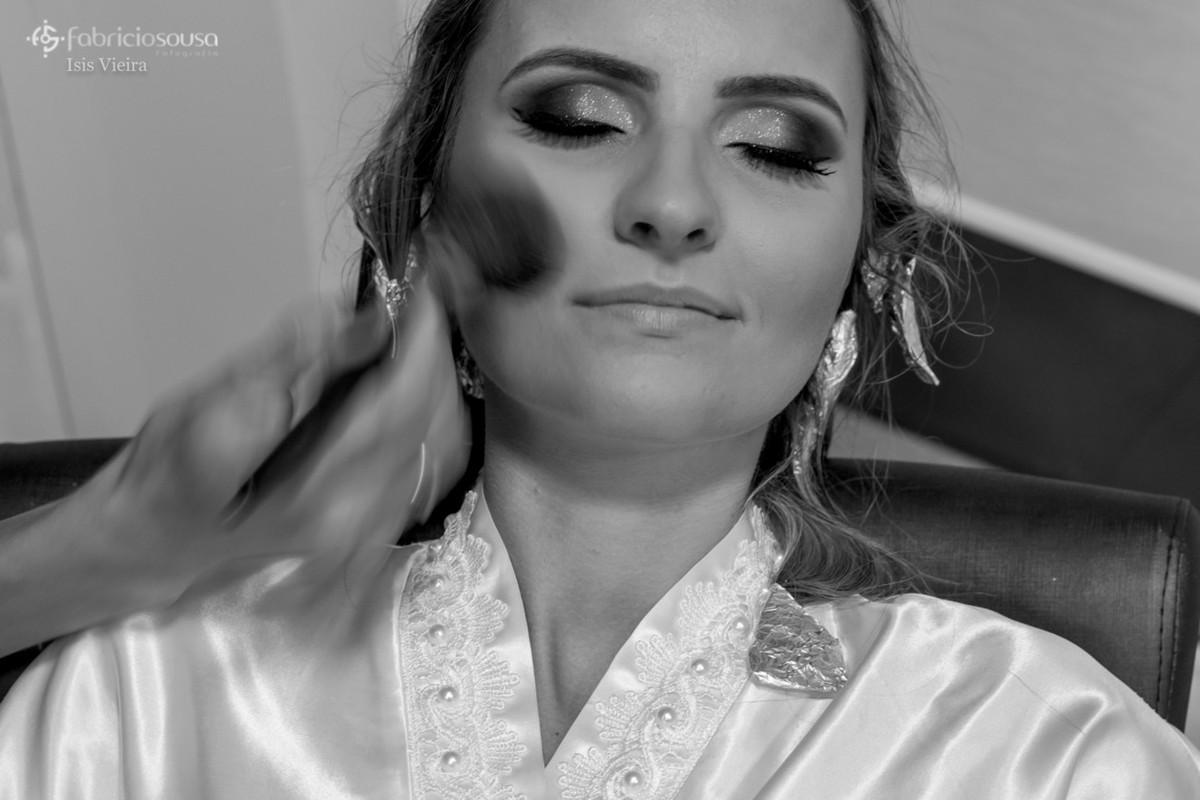 noiva sendo maquiada em São João Batista