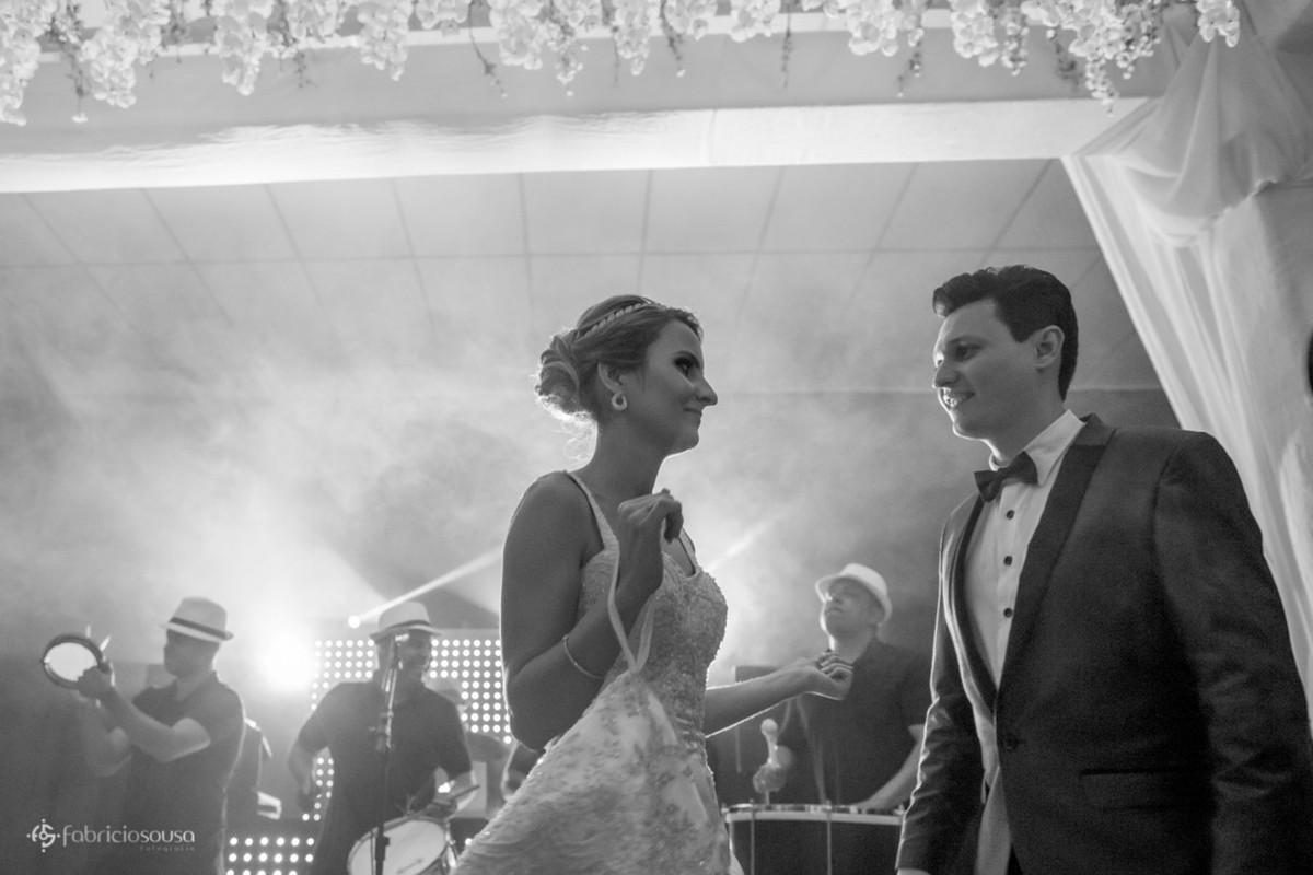 casal dançando samba