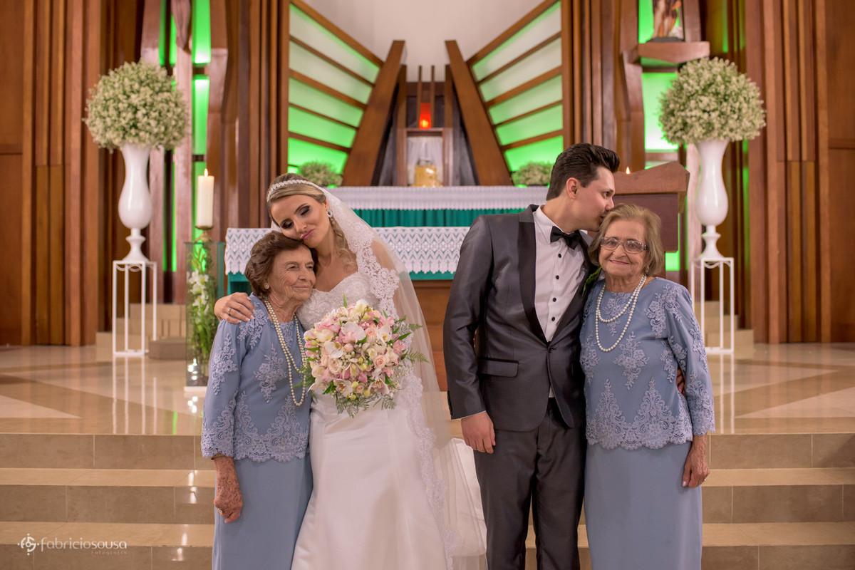 beijo dos noivos nas avós