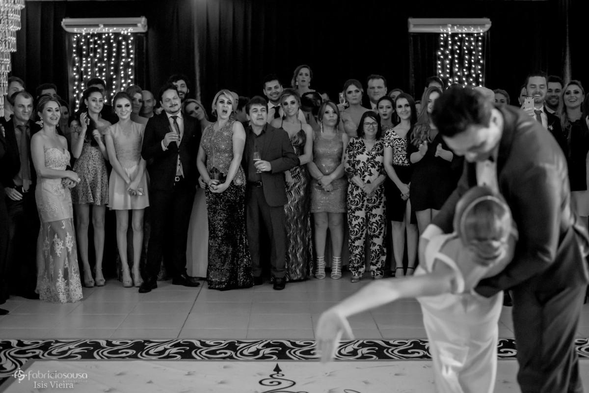 beijo cambré finaliza a dança