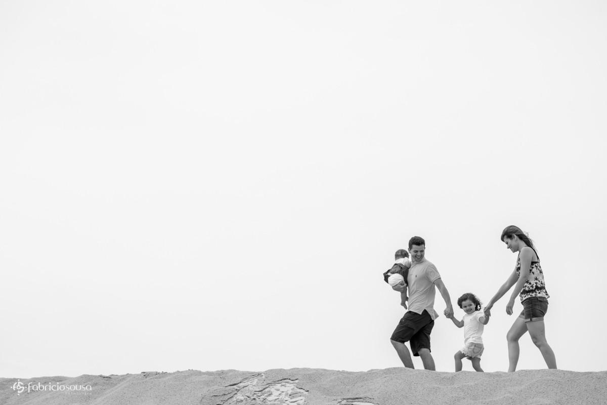 ensaio de família - Aline   Guilherme = Isabela   Maitê nas dunas preto e branco