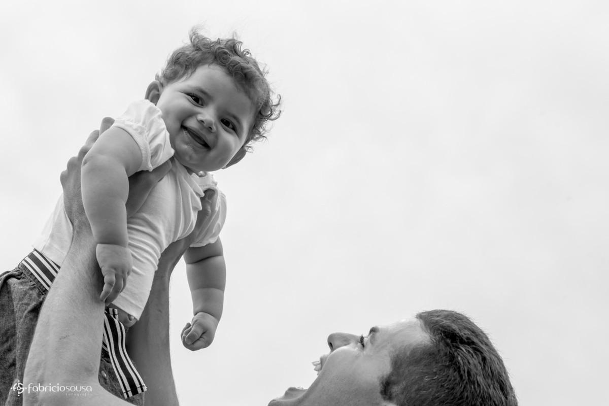 Pai ergue a filha mais nova pb