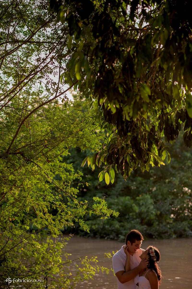 ensaio pre-casamento na praia do rio amazonas em Santana