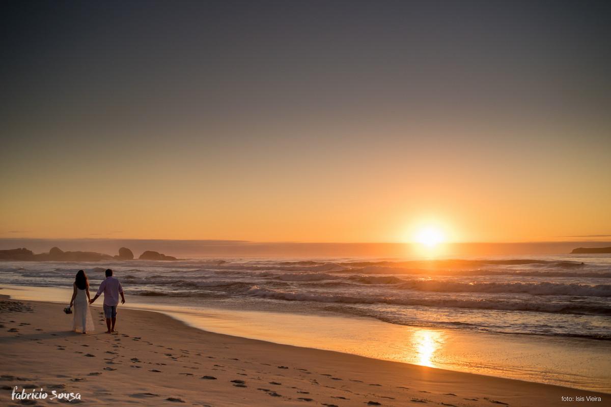 o belo nascer do sol do outono na praia em Florianopolis