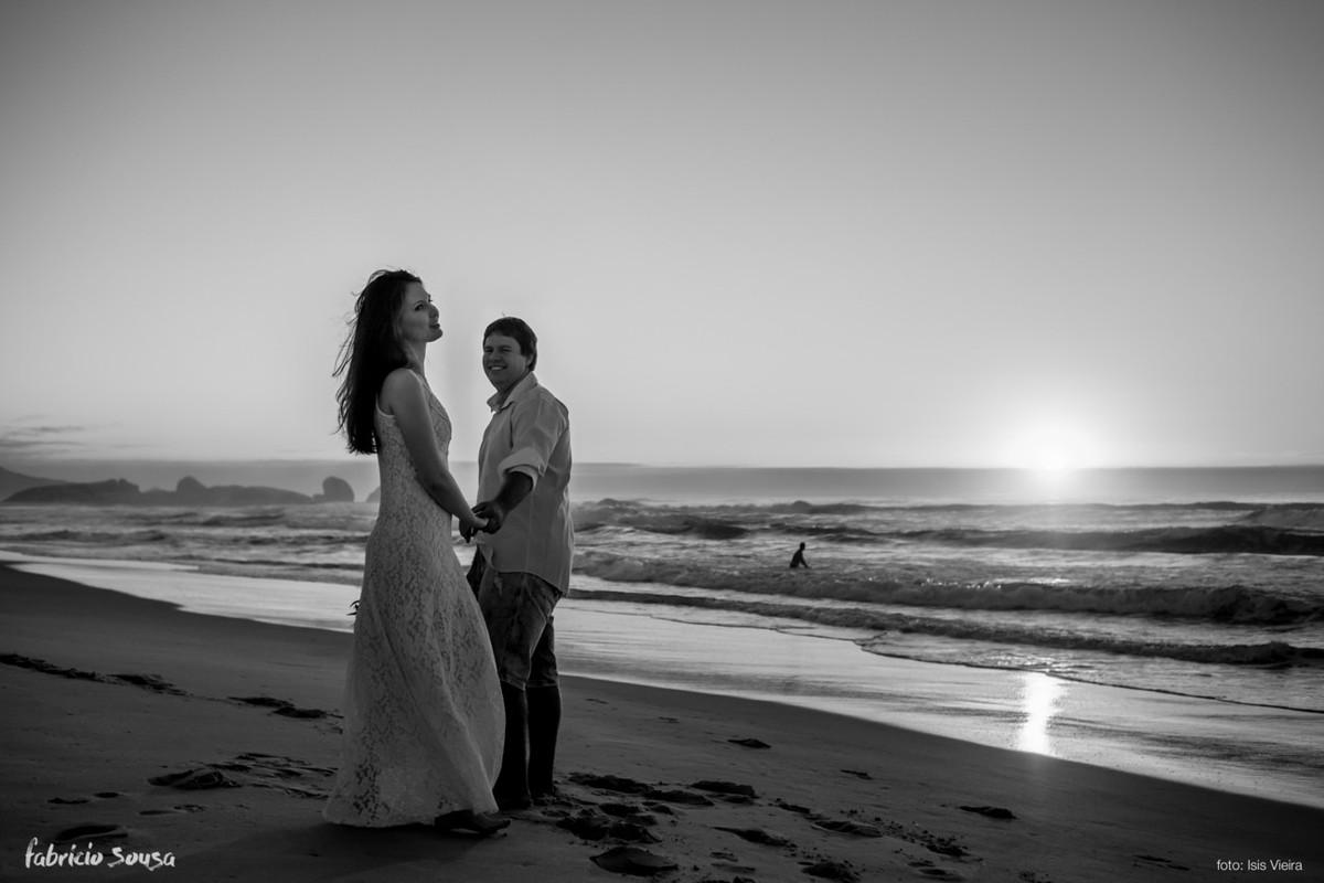 casal amanhecer na praia