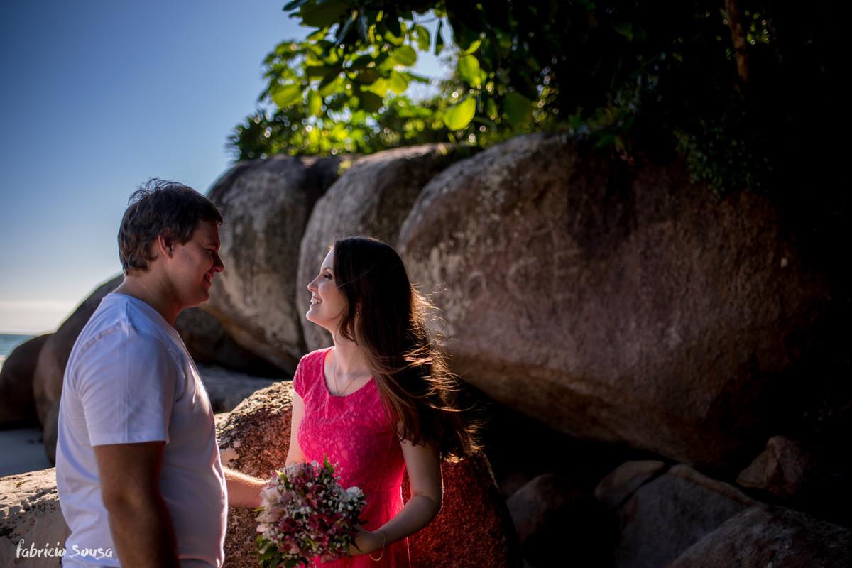 noiva com buquê no seu pre-wedding