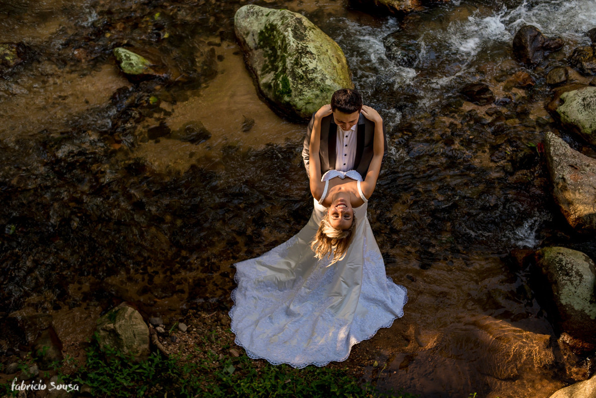 trash the dress na cachoeira