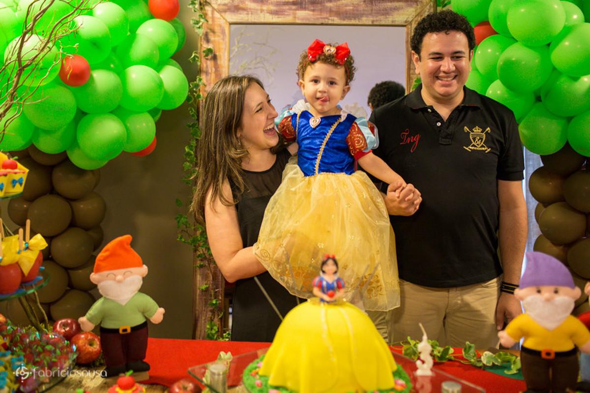 Família reunida para cantar os parabéns
