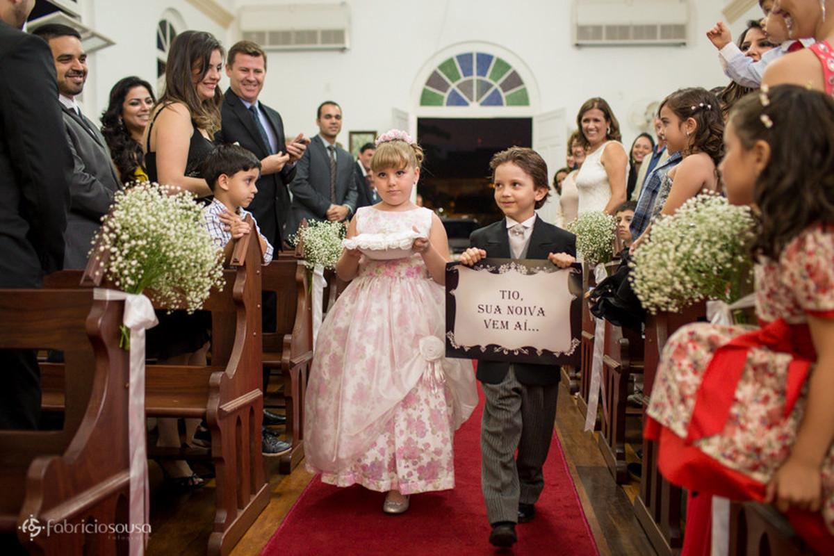 Daminha e Pajem entrando na igreja