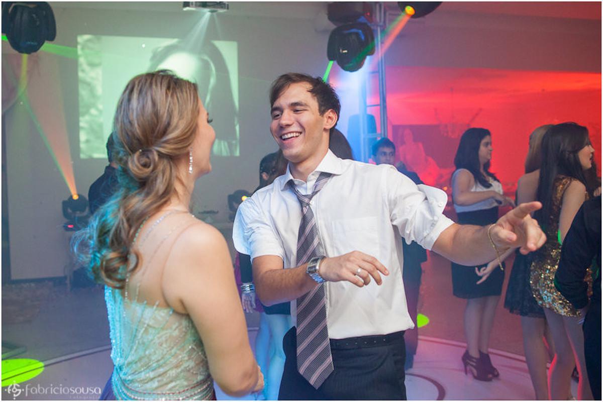Amigos, familiares e convidados curtindo a festa